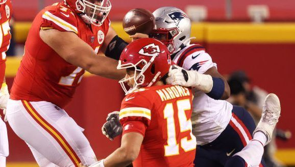 Blown call costs Patriots' defense a turnover